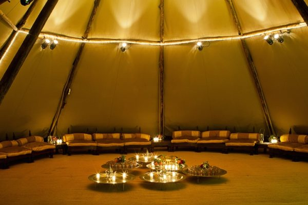 Interior de Tipi con decoración chillout
