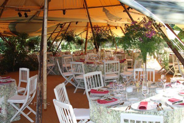 Decoración interior para boda al aire libre con nuestras carpas Tipis
