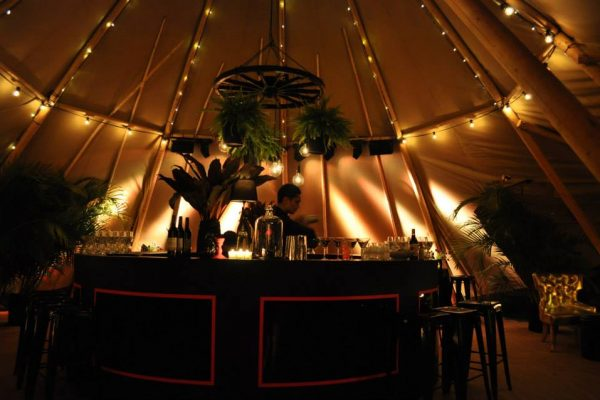 Bar para evento especial dentro de carpa Tipi