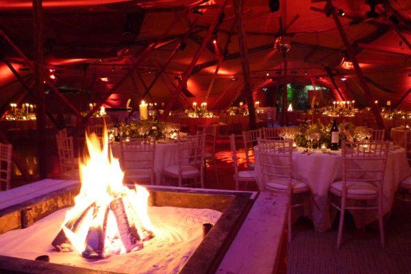 Modelo chimenea para boda en el interior de carpa tipi