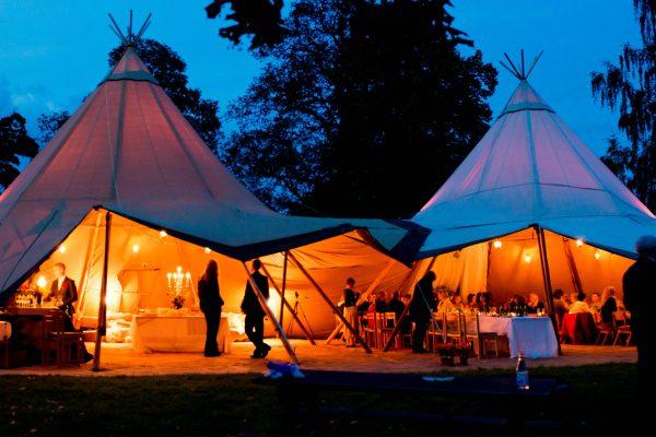Celebración boda al aire libre con nuestras carpas tipis unidas 2