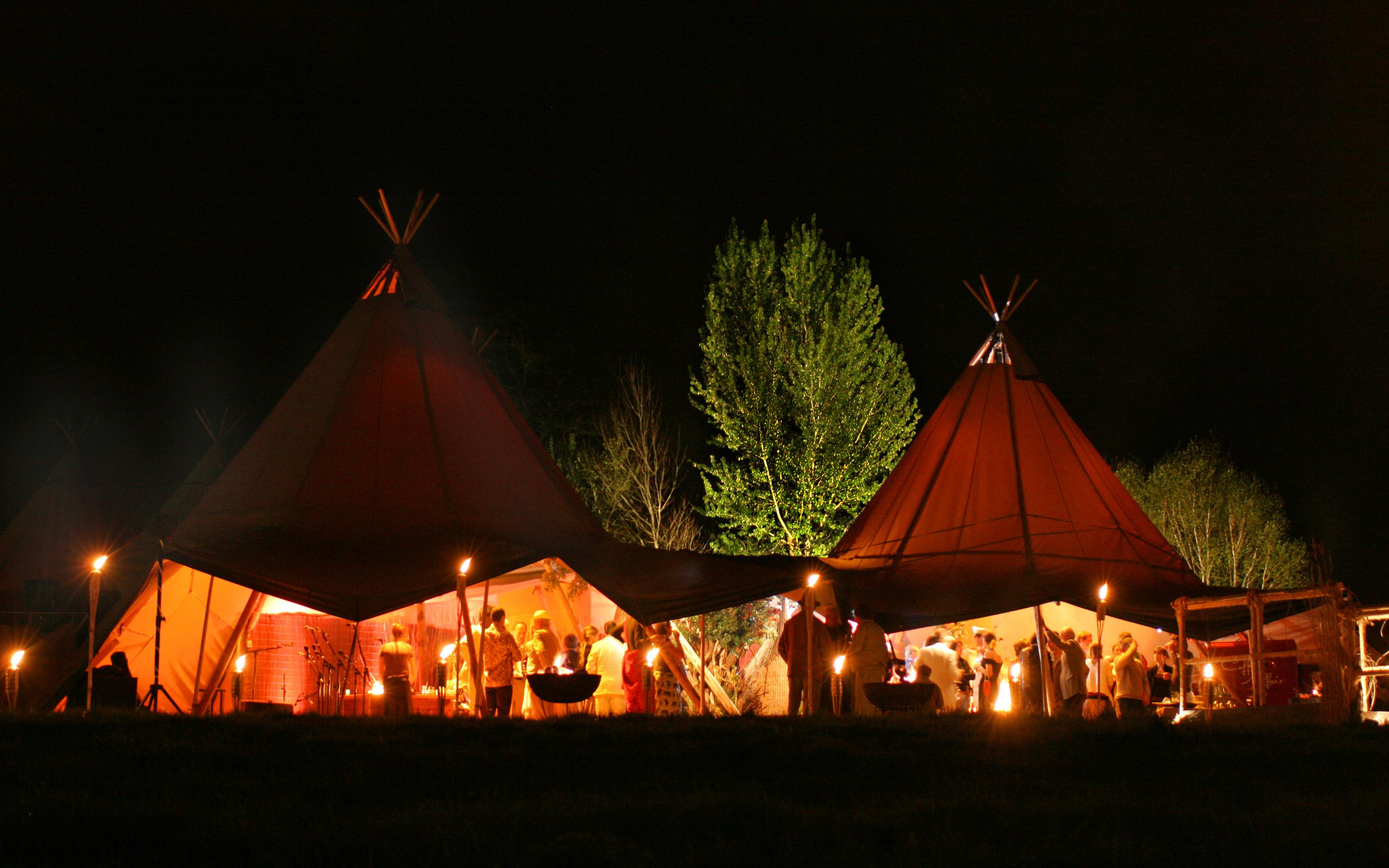 Celebración boda al aire libre con nuestras carpas tipis unidas